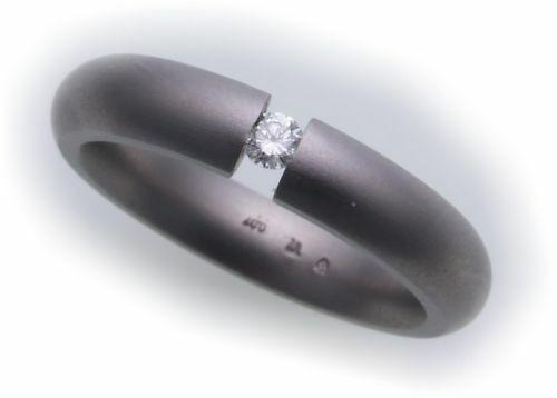 Damenring Ring in Titan mit Brillant 0,07ct mattiert