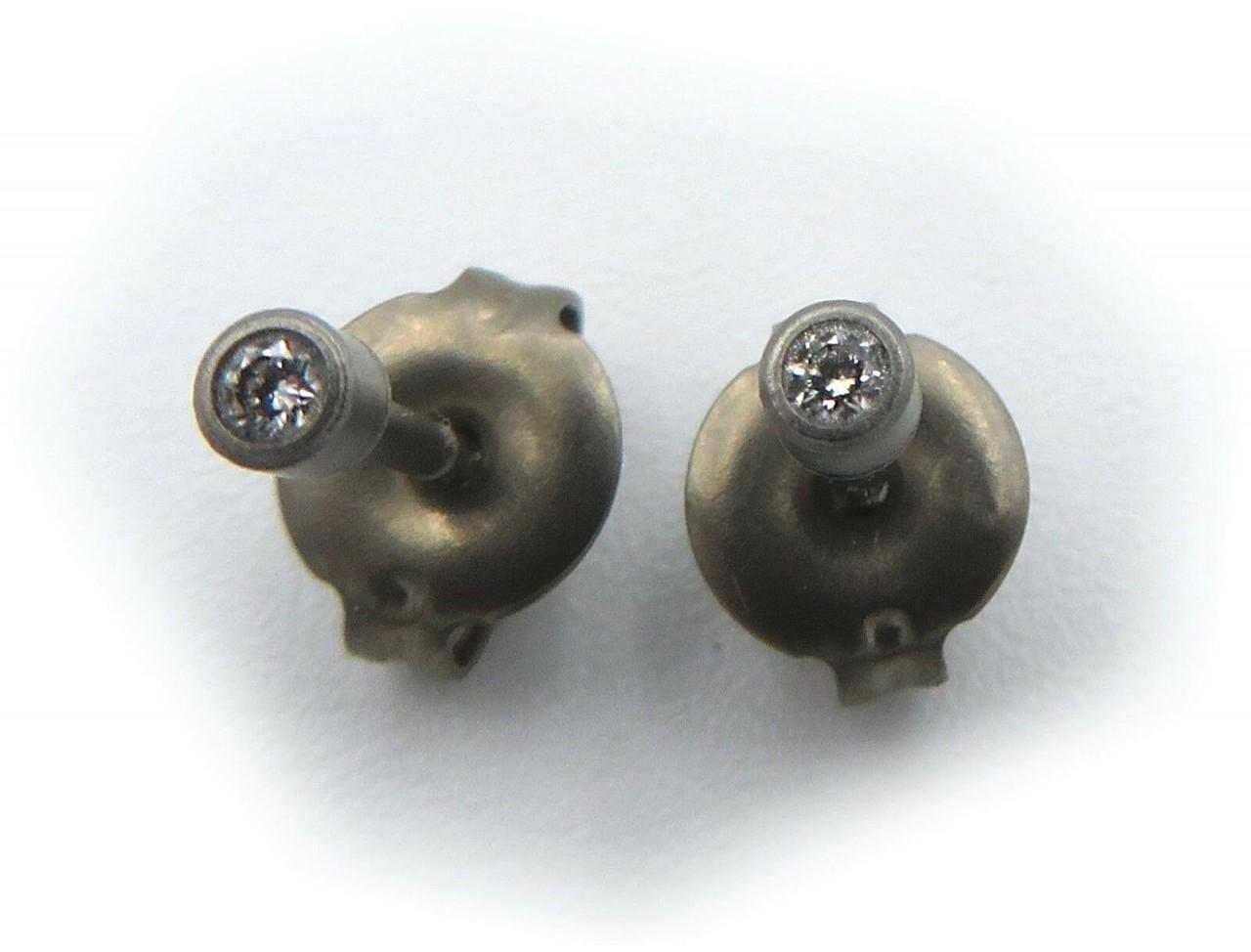Neu hochwertige Ohrringe Titan mit Diamant 0,04c Stecker Ohrstecker Titanfactory